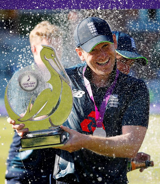 Cricket - England v Australia - Fifth One Day International - Emirates Old Trafford, Manchester, Britain - June 24, 2018 England's Eoin Morgan celebrates with the trophy after winning the series Action Images via Reuters/Craig Brough