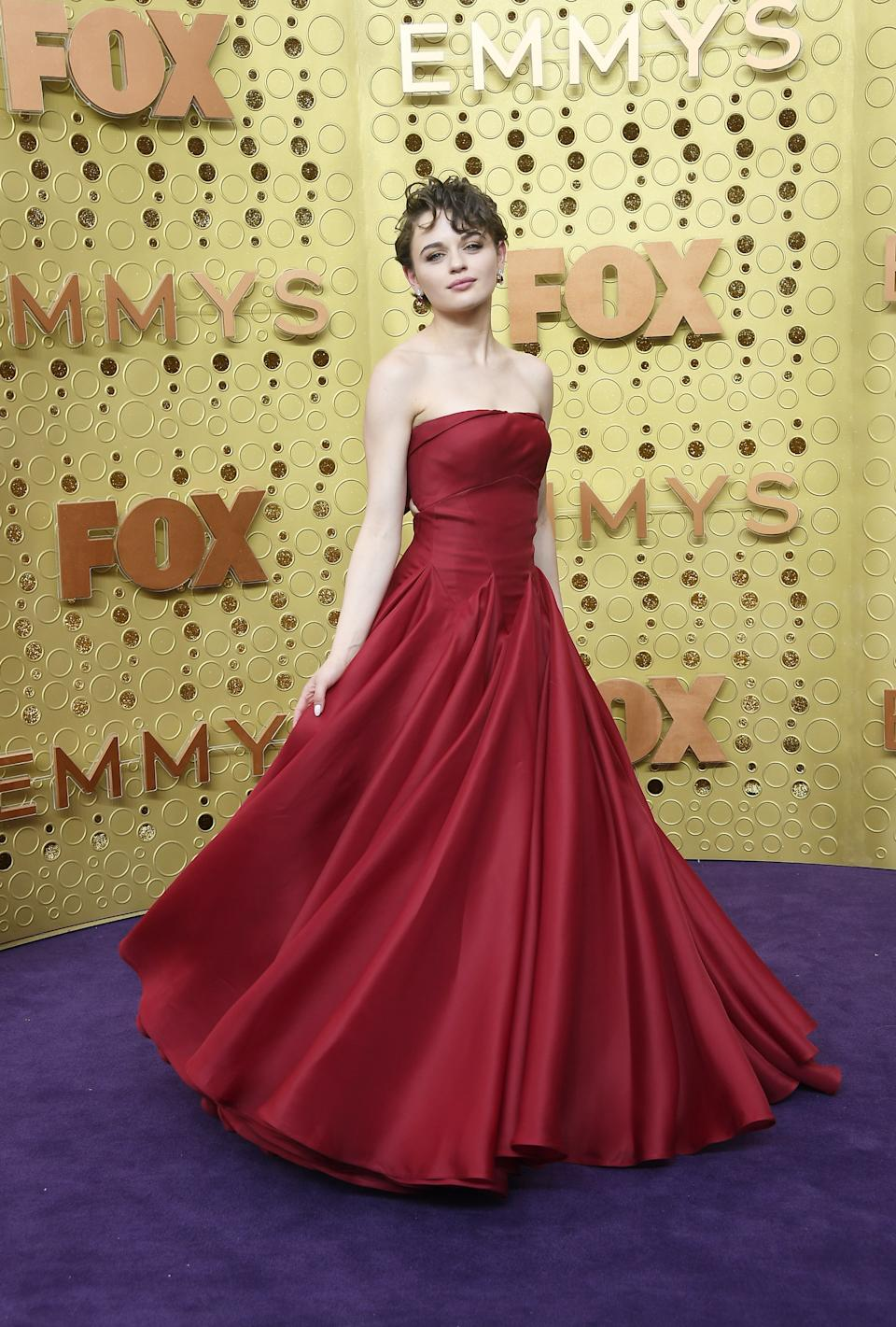"""<h1 class=""""title"""">Joey King in Zac Posen and Swarovski jewelry</h1><cite class=""""credit"""">Photo: Getty Images</cite>"""