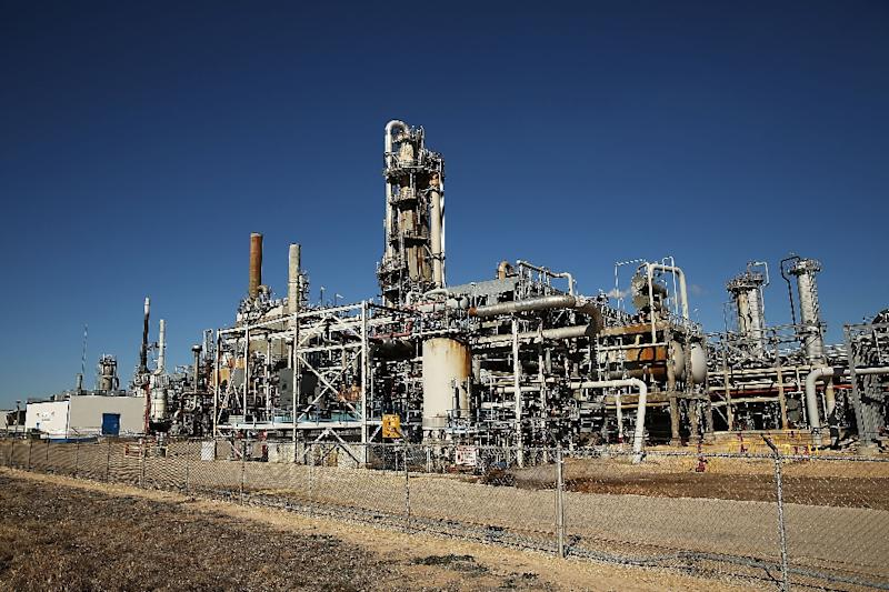 A glut in the global oil market has not evaporated, IEA says (AFP Photo/Spencer Platt)