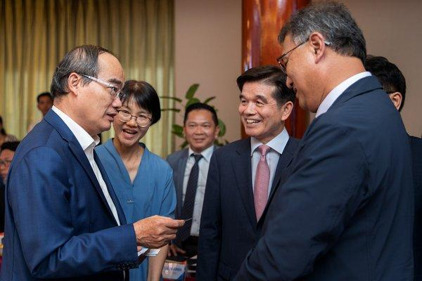 A group of Korean experts exchanged their experience with HCMC leaders