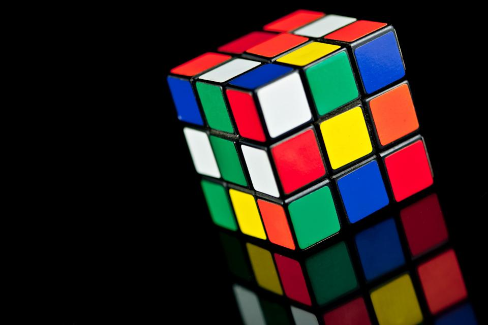This guy set the new Rubik's cube world record and you will not understand how he did it that fast