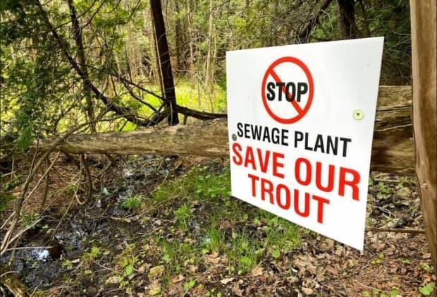 Community members opposed to a planned wastewater treatment plant in the Town of Erin have put up hundreds of signs in an effort to draw attention to their concerns. (John Badcock/CBC News - image credit)