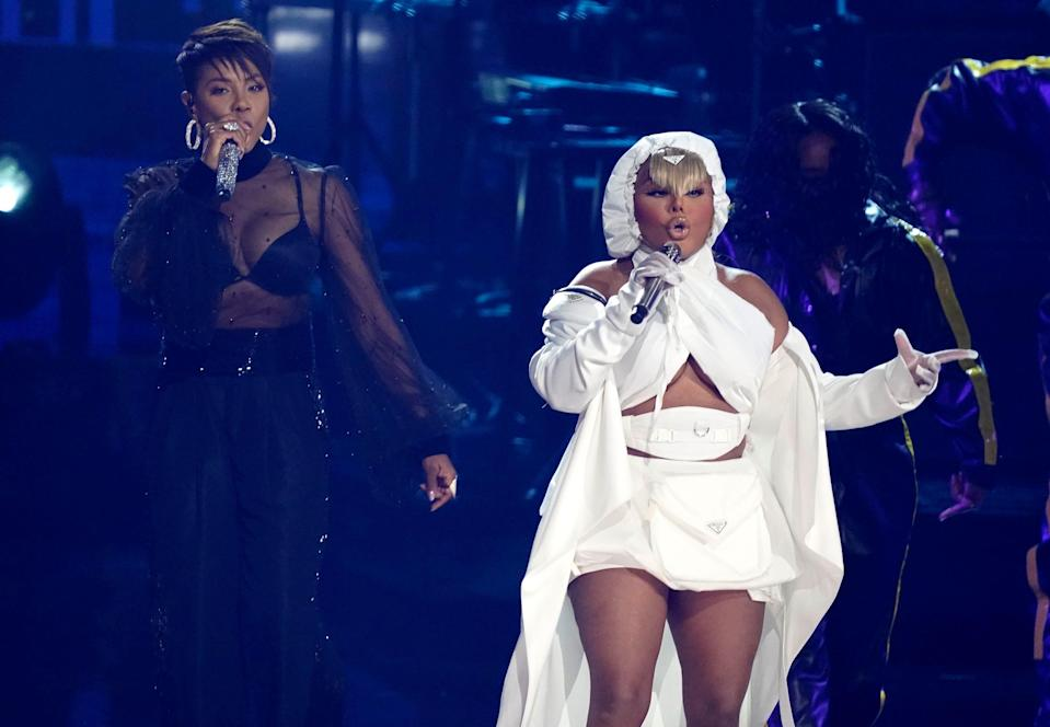 """MC Lyte, left, and Lil' Kim perform """"U.N.I.T.Y."""" during a tribute to Queen Latifah."""