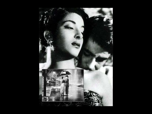 <b>Raj Kapoor and Nargis</b><br>The Showman of Bollywood, Raj Kapoor, is often remembered for his innumerable link-ups with his leading ladies. However, when it came to Nargis, something special about her made him fall madly in love with her. Although, Aag was their first film together, their relationship started to bloom with Barsaat. Their off-screen love was quite evident in their sizzling on-screen chemistry. Together, they gave many blockbuster hits. The song from Shree 420, 'Pyar hua iqrar hua' is still considered as the classic display of romance in Hindi-films.