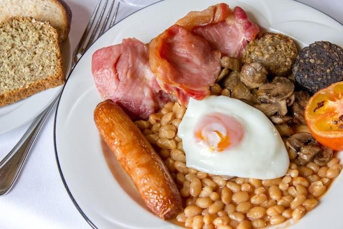 "<p>A traditional Irish breakfast will keep you fueled up for a day full of St. Patty's Day celebrations. It's similar to an English breakfast and is loaded with all kinds of tasty goodies, like bacon, sausage, eggs, grilled tomatoes, mushrooms, baked beans, potatoes, bread, and white and black pudding.</p><p><a class=""link rapid-noclick-resp"" href=""https://go.redirectingat.com?id=74968X1596630&url=https%3A%2F%2Fwww.walmart.com%2Fsearch%2F%3Fquery%3Dpioneer%2Bwoman%2Blarge%2Bplates&sref=https%3A%2F%2Fwww.thepioneerwoman.com%2Ffood-cooking%2Fmeals-menus%2Fg35325053%2Ftraditional-irish-food-dishes%2F"" rel=""nofollow noopener"" target=""_blank"" data-ylk=""slk:SHOP LARGE PLATES"">SHOP LARGE PLATES</a></p>"