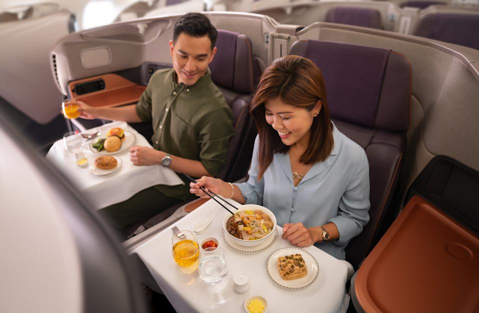 Business class dining. (PHOTO: Singapore Airlines)