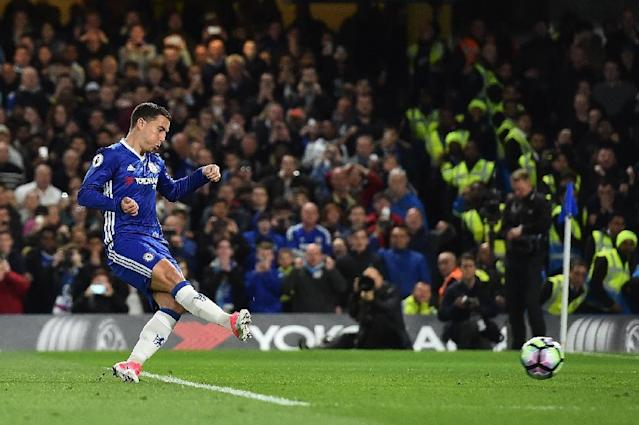 Chelsea's midfielder Eden Hazard scores his team's second goal during the English Premier League football match between Chelsea and Manchester City at Stamford Bridge in London on April 5, 2017 (AFP Photo/Glyn KIRK )