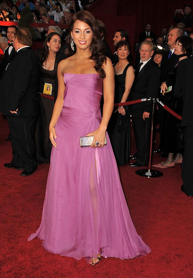 Alicia Keys   Grade: C       The Grammy winner's Armani Prive strapless chiffon frock was fine, but her hair and makeup choices were misguided.