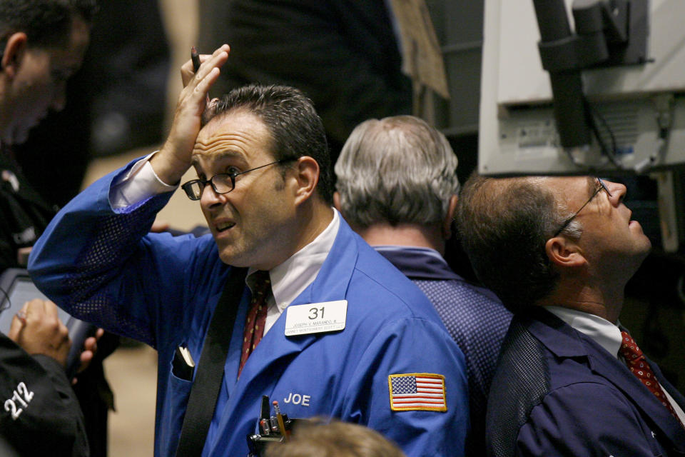 Traders work on the floor of the New York Stock Exchange August 9, 2007. U.S. stocks tumbled on Thursday, with the Dow and S&P down nearly 3 percent, after a French bank froze three funds that invested in U.S. subprime mortgages, prompting central banks to take steps to calm investors. REUTERS/Lucas Jackson (UNITED STATES)