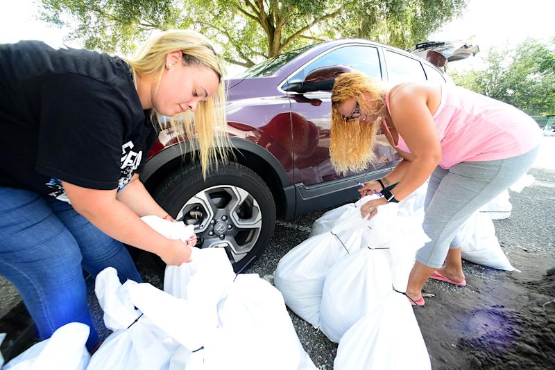 Kimberly Gaston (L) and Madelin Valdez fill sand bags in preparation for the hurricane Dorian on Aug. 29, 2019 in Casselberry, Florida. (Photo: Gerardo Mora/Getty Images)