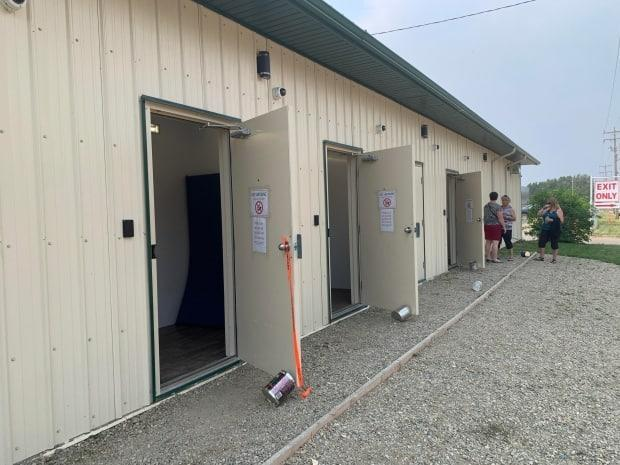 Five small rooms at the back of a recycling cetnre in Edson are now being used as overnight shelter space.  (Kevin Zahara - image credit)