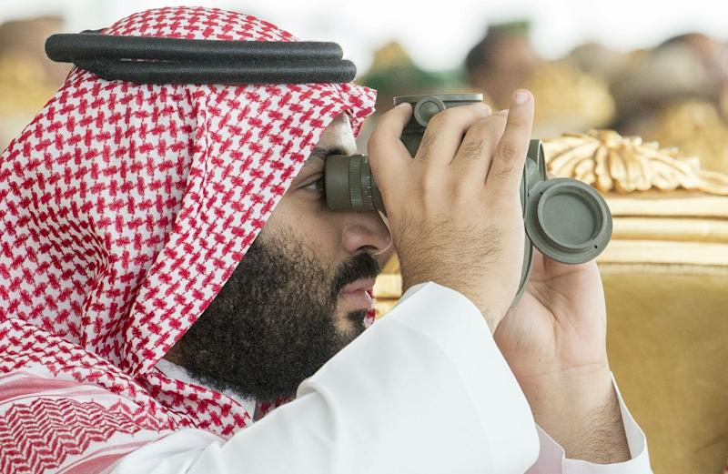 Saudi Arabia's powerful Crown Prince Mohammed bin Salman watching military drills in the kingdom's eastern region fo Dhahran in a handout picture provided by the palace on April 16, 2018 (AFP Photo/BANDAR AL-JALOUD)