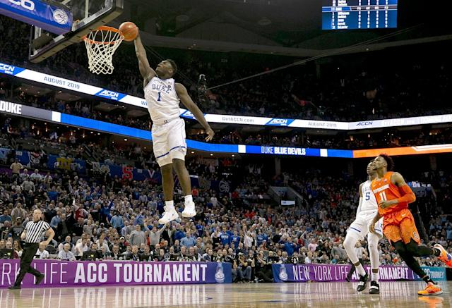 "Duke's <a class=""link rapid-noclick-resp"" href=""/ncaab/players/147096/"" data-ylk=""slk:Zion Williamson"">Zion Williamson</a> (1) glides to the basket for a dunk in the opening minutes against Syracuse in the ACC tournament Thursday. (Getty)"