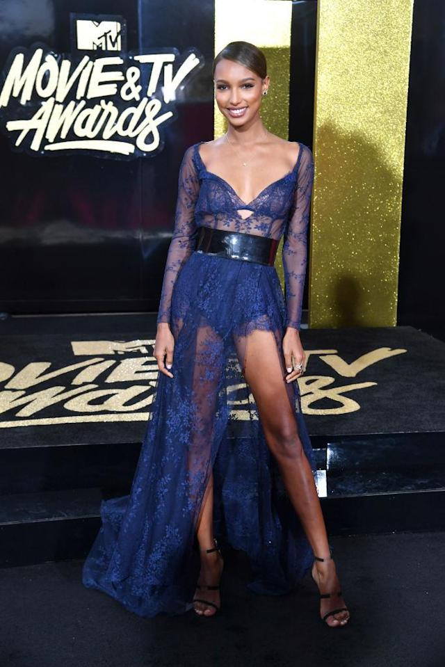 <p>The model showed leg aplenty in Atelier Lethicia Bronstein (Photo: Getty Images) </p>