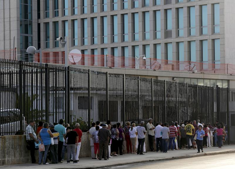 People wait to apply for visas outside the U.S. Interests Section (background) in Havana on May 22, 2015. (Enrique de la Osa / Reuters)
