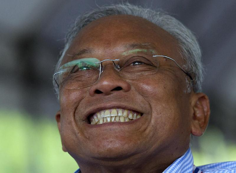 "Anti-government protest leader Suthep Thaugsuban smiles during a press conference in Bangkok, Thailand .Saturday , May 10. 2014. ""This matter must end by Monday,"" Suthep warned, saying the protesters were ready to take over the offices of the prime minister themselves. ""If it's not finished by then, we'll do it ourselves.""(AP Photo/Sakchai Lalit)"