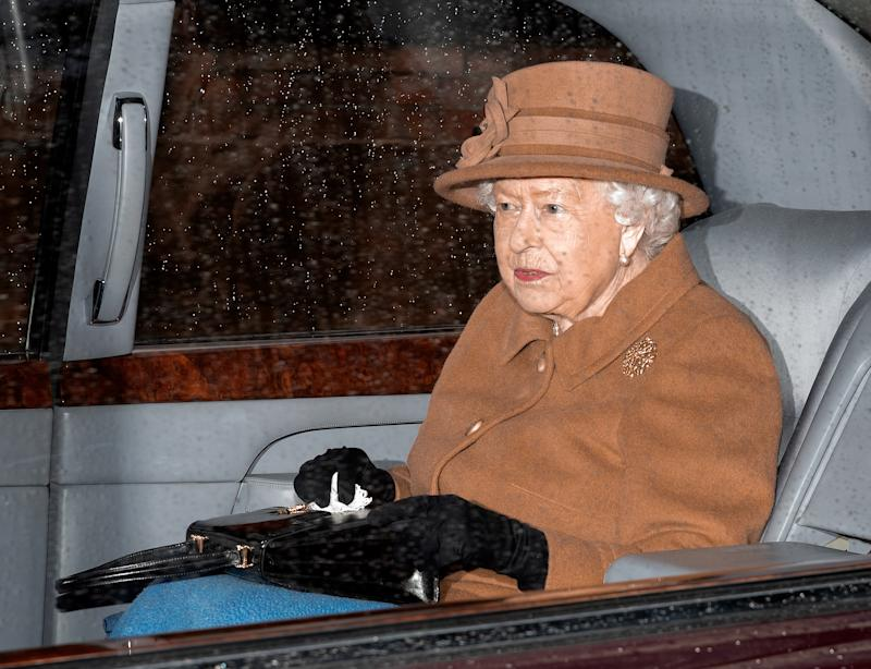 Queen Elizabeth II knows how to fit a monochrome to her rock. (Credit: Getty)