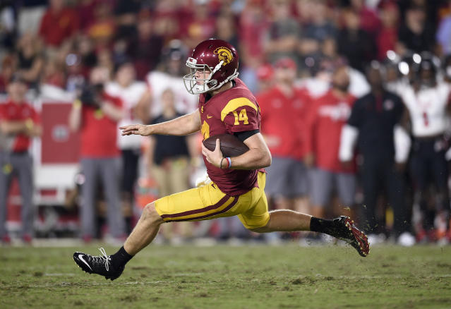 "Is it <a class=""link rapid-noclick-resp"" href=""/ncaaf/players/255254/"" data-ylk=""slk:Sam Darnold"">Sam Darnold</a>'s final game at USC? (AP Photo/Kelvin Kuo, File)"