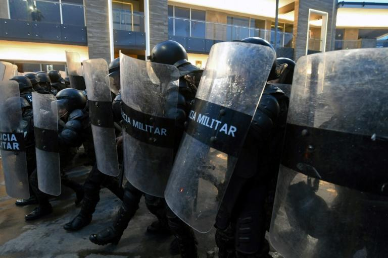 Police clash with protesters demanding the resignation of Honduran President Juan Orlando Hernandez