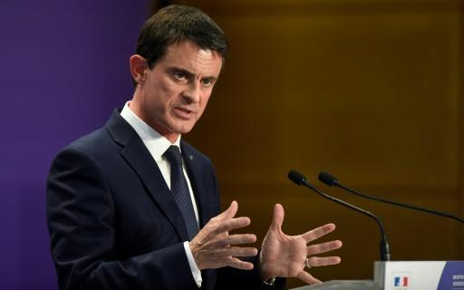 French PM Valls announces bid to become president