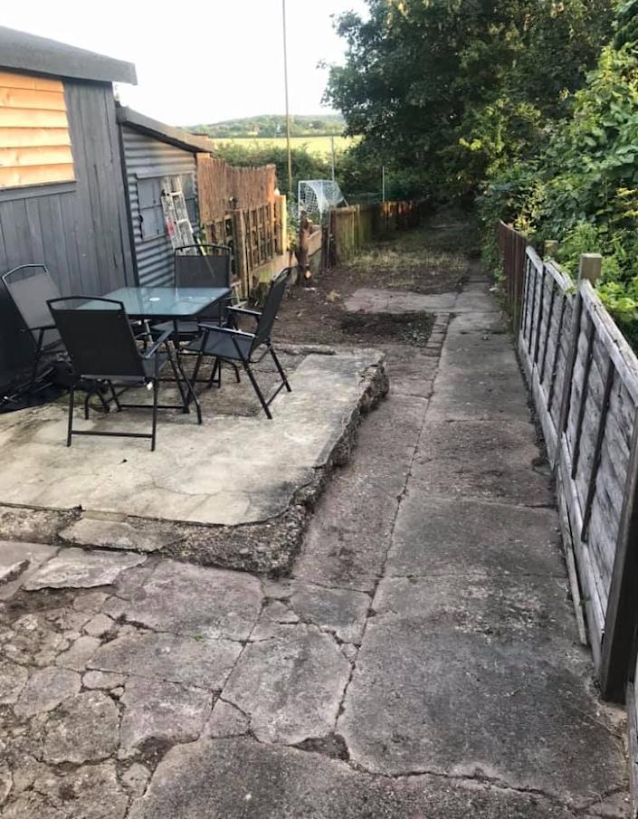 The view of the garden before. (Supplied Latestdeals.co.uk)
