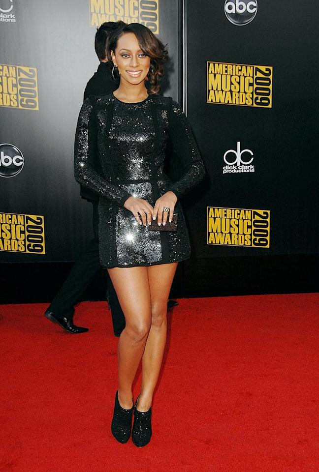 "Keri Hilson  Grade: B-  From the knees up, Keri looked like a million bucks, but her hideous hoof-like booties brought her grade down to a B-. Steve Granitz/<a href=""http://www.wireimage.com"" target=""new"">WireImage.com</a> - November 22, 2009"
