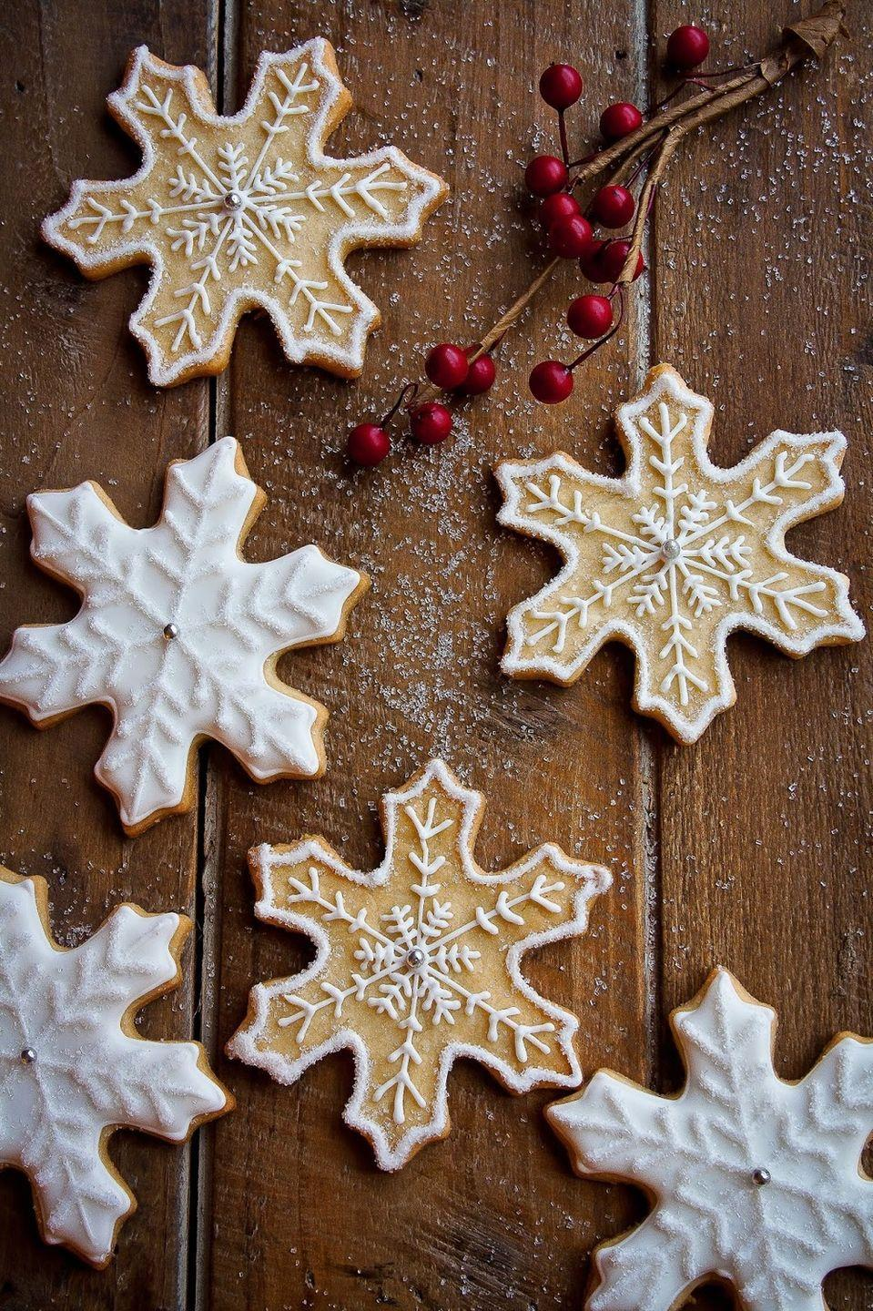 "<p>These delicately decorated snowflakes will wow everyone at your holiday cookie exchange.</p><p><strong>Get the recipe at <a href=""http://www.hintofvanillablog.com/home/2013/12/snowflake-sugar-cookies.html"" rel=""nofollow noopener"" target=""_blank"" data-ylk=""slk:Hint of Vanilla"" class=""link rapid-noclick-resp"">Hint of Vanilla</a>.</strong></p><p><a class=""link rapid-noclick-resp"" href=""https://www.amazon.com/Hamilton-Beach-62682RZ-Mixer-Snap/dp/B001CH0ZLE?tag=syn-yahoo-20&ascsubtag=%5Bartid%7C10050.g.2777%5Bsrc%7Cyahoo-us"" rel=""nofollow noopener"" target=""_blank"" data-ylk=""slk:SHOP HAND MIXERS"">SHOP HAND MIXERS</a></p>"