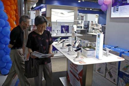 Smartphone shipments in China plunge 35% in July - government data