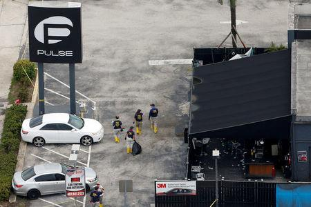 FILE PHOTO:    Federal Bureau of Investigation (FBI) officials walk through the parking lot of the Pulse gay night club, the site of a mass shooting days earlier, in Orlando, Florida, U.S., June 15, 2016.  REUTERS/Adrees Latif/File Photo