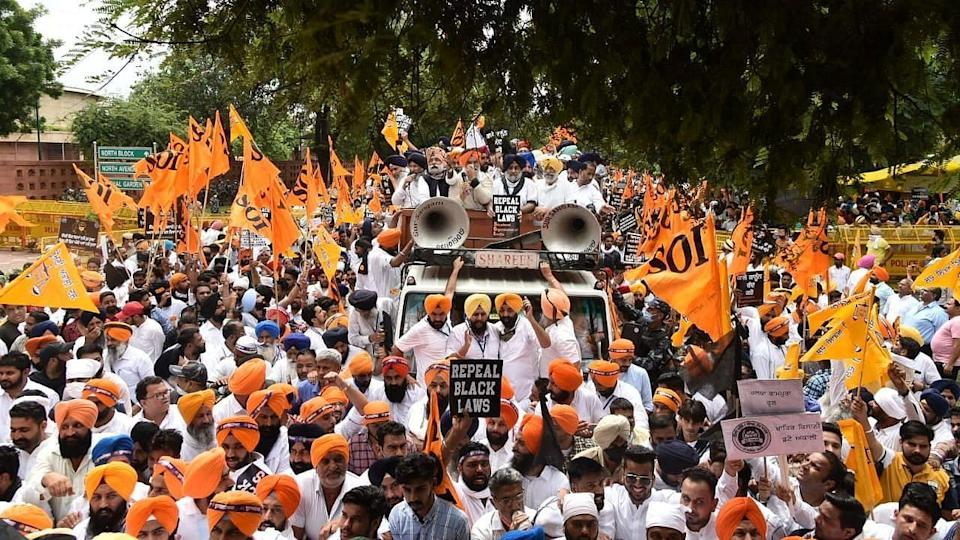 """<div class=""""paragraphs""""><p>Shiromani Akali Dal takes out a protest march from Gurdwara Rakab Ganj Sahib to the Parliament building on Friday, 17 September.</p></div>"""