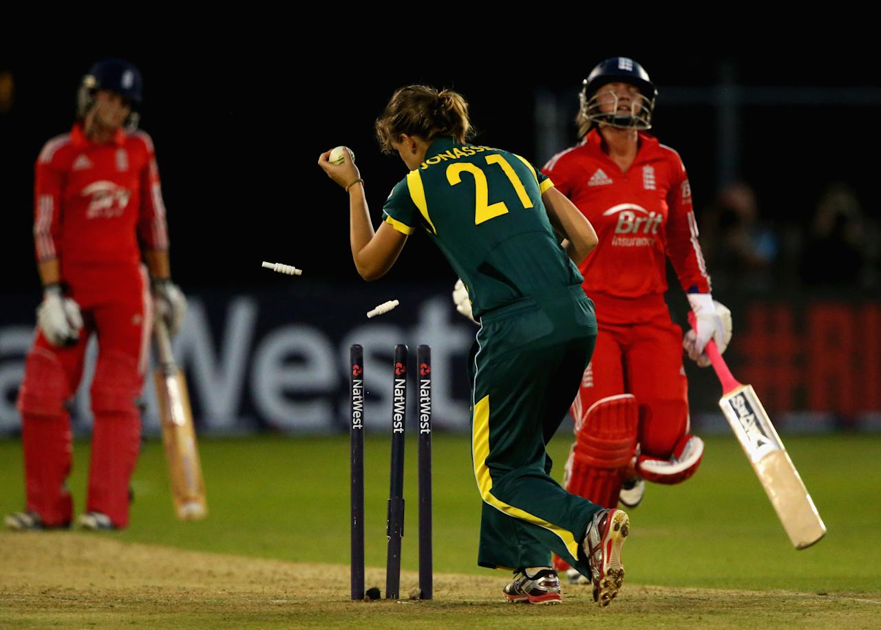CHELMSFORD, ENGLAND - AUGUST 27:  Danielle Wyatt of England is run out by Rachel Haynes of Australia (out of frame) during the 1st NatWest T20 match between England Women and Australia Womens at Ford County Ground on August 27, 2013 in Chelmsford, England.  (Photo by Julian Finney/Getty Images)