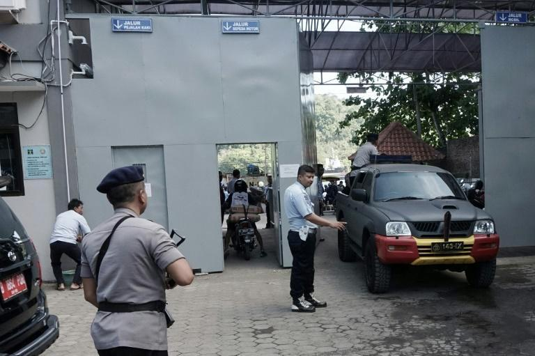 Policemen arrive at Cilacap port on July 25, 2016, the only route to Indonesia's highest security Nusakambangan prison on Cilacap where the country conducts executions