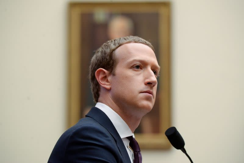 Zuckerberg distances Facebook from Twitter in Trump fight