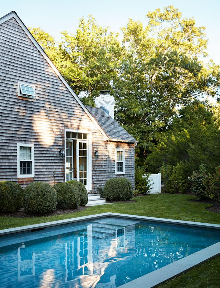 """<div class=""""caption""""> Another view of the pool and gardens, designed by landscape architect <a href=""""http://perryguillotinc.com/"""" rel=""""nofollow noopener"""" target=""""_blank"""" data-ylk=""""slk:Perry Guillot"""" class=""""link rapid-noclick-resp"""">Perry Guillot</a>. </div> <cite class=""""credit"""">Stephen Kent Johnson</cite>"""