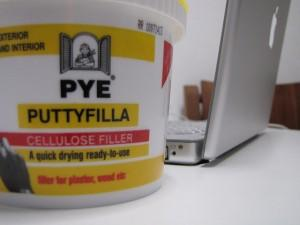 Bucket of puttyfilla