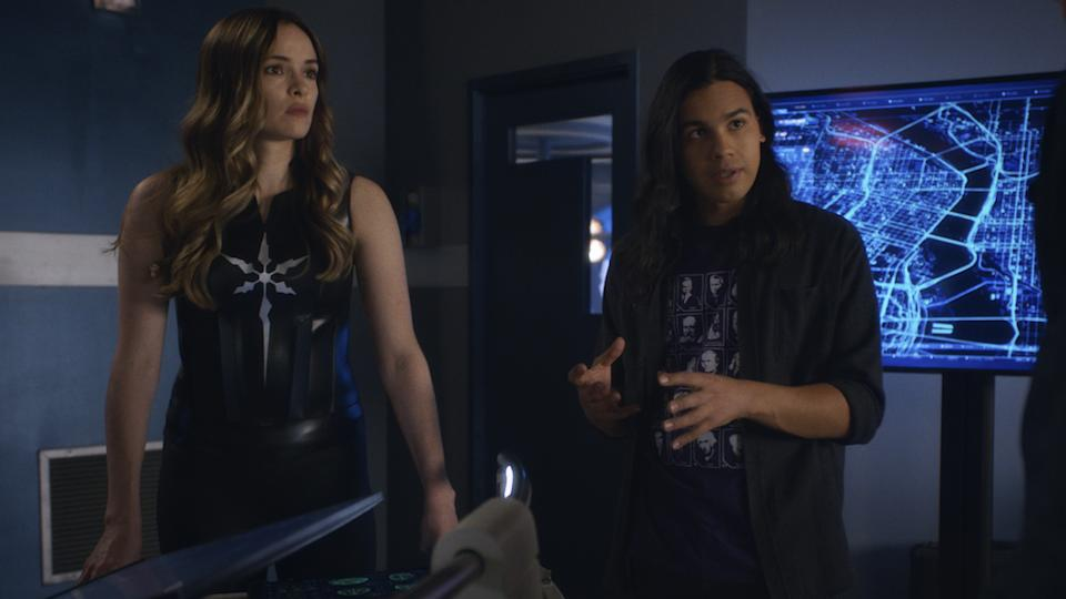 Caitlin (Danielle Panabaker) and Cisco (Carlos Valdes) in The Flash. (PHOTO: Warner TV)