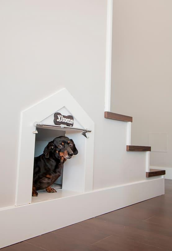 <p>When you have a pet, your pet's cage can be a great place to hide some cash. Tape an envelope to the ceiling with your money inside. Or you can create a double ceiling and store your precious savings in there.</p>  Credits: homify / Canexel