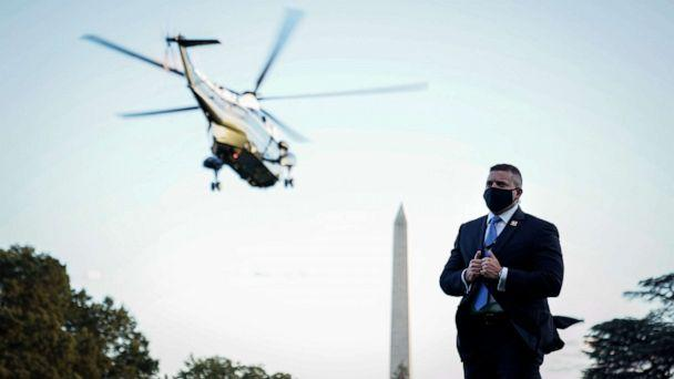PHOTO: A U.S. Secret Service agent wears a face covering as Marine One, with President Donald Trump onboard, leaves the White House for Walter Reed National Military Medical Center from the South Lawn of the White House, Oct.2, 2020. (Drew Angerer/Getty Images)