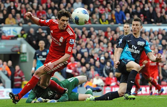 Liverpool's English defender Martin Kelly (L) during the English Premier League football match between Liverpool and Arsenal at Anfield on March 3, 2012 (AFP Photo/Paul Ellis)