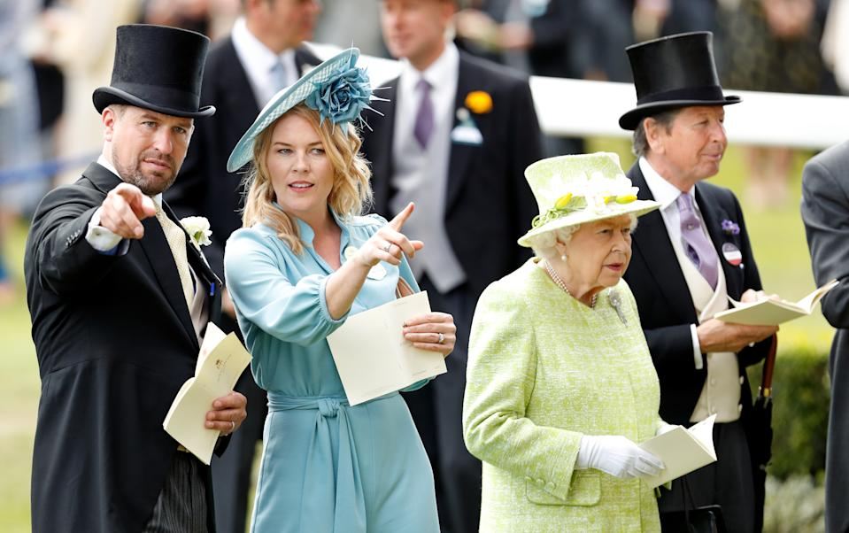 ASCOT, UNITED KINGDOM - JUNE 22: (EMBARGOED FOR PUBLICATION IN UK NEWSPAPERS UNTIL 24 HOURS AFTER CREATE DATE AND TIME) Peter Phillips, Autumn Phillips, Queen Elizabeth II and John Warren attend day five of Royal Ascot at Ascot Racecourse on June 22, 2019 in Ascot, England. (Photo by Max Mumby/Indigo/Getty Images)
