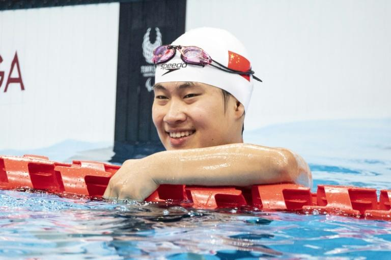 China's Jiang Yuyan smiles after winning the women's 50m butterfly S6 gold at the Tokyo Paralympics (AFP/CHARLY TRIBALLEAU)