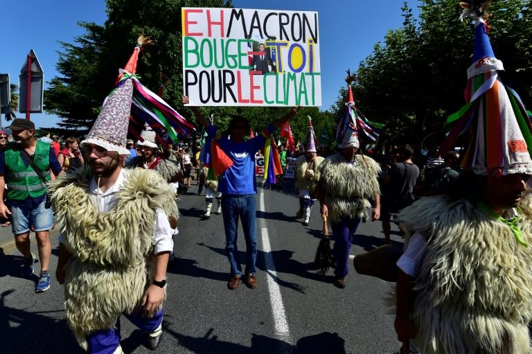 Some demonstrators even donned traditional Basque shepherd costumes, despite the late summer heat