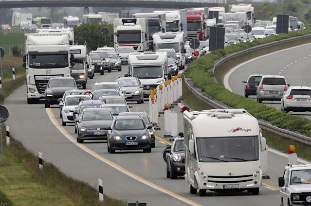 25 May 2020, Mecklenburg-Western Pomerania, Tribsees: On the Baltic Sea motorway, vehicles are piling up in front of the construction site on the sunken section. Mecklenburg-Western Pomerania will again be open to holidaymakers and tourists from all over Germany from 25.05.2020. Photo: Bernd Wüstneck/dpa-Zentralbild/dpa (Photo by Bernd Wüstneck/picture alliance via Getty Images)