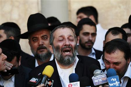 Aryeh Deri (C), leader of the ultra-religious Shas political party, reacts as he address the media upon hearing news about the death of Rabbi Ovadia Yosef, the spiritual mentor of Shas, at Hadassah Ein Kerem Hospital in Jerusalem October 7, 2013. REUTERS/Ammar Awad