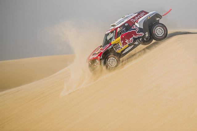 Peterhansel wins stage 11, Sainz holds healthy lead