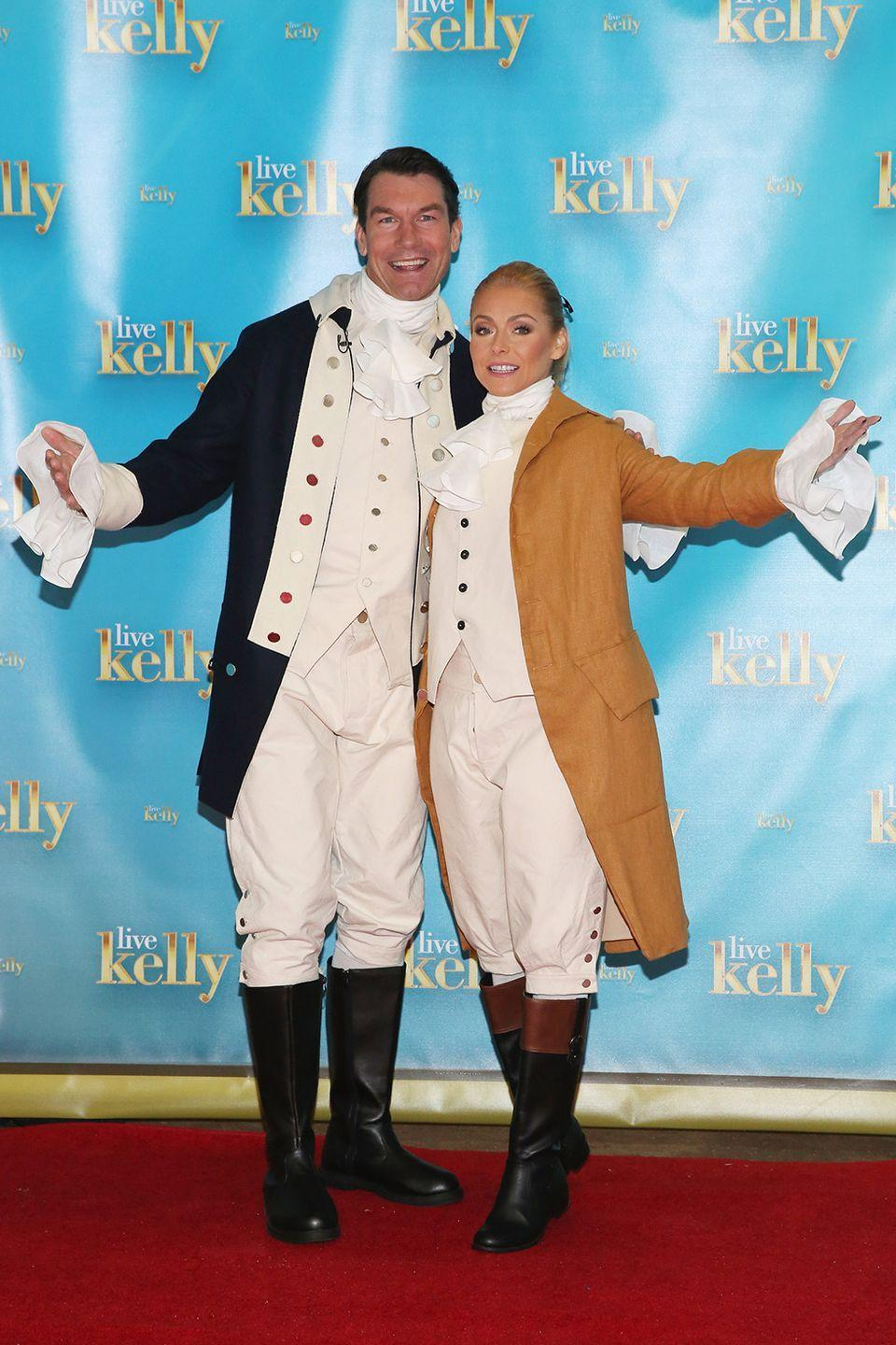 <p><em>Live With Kelly & Michael</em> guest co-host Jerry O'Connell and television host Kelly Ripa dressed up as founding fathers in 2016. Sooo old-school.</p>