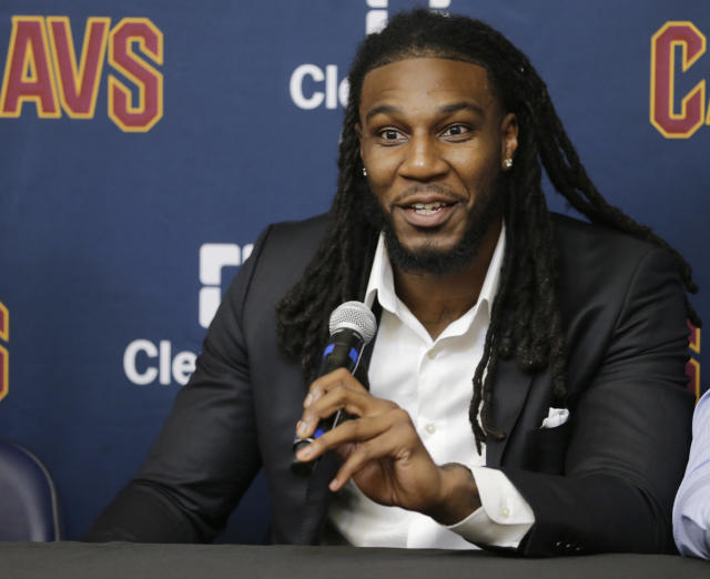 "<a class=""link rapid-noclick-resp"" href=""/nba/players/5068/"" data-ylk=""slk:Jae Crowder"">Jae Crowder</a> was at the <a class=""link rapid-noclick-resp"" href=""/nba/players/4942/"" data-ylk=""slk:Isaiah Thomas"">Isaiah Thomas</a> press conference, too. (AP)"