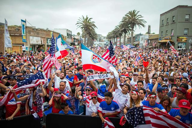 USA fans react during the 2014 World Cup Group G soccer match between Germany and the U.S. at a viewing party in Hermosa Beach, California June 26, 2014. REUTERS/Lucy Nicholson (UNITED STATES - Tags: SPORT SOCCER WORLD CUP)