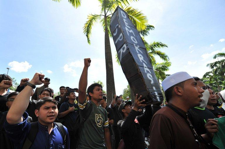 Malaysian students shout slogan outside the Election Commission offices during a protest in Putrajaya on May 10, 2013