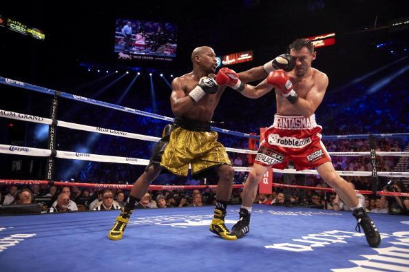 Floyd Mayweather Jr. (L) lands a punch on Robert Guerrero during their 2013 bout. (Getty)